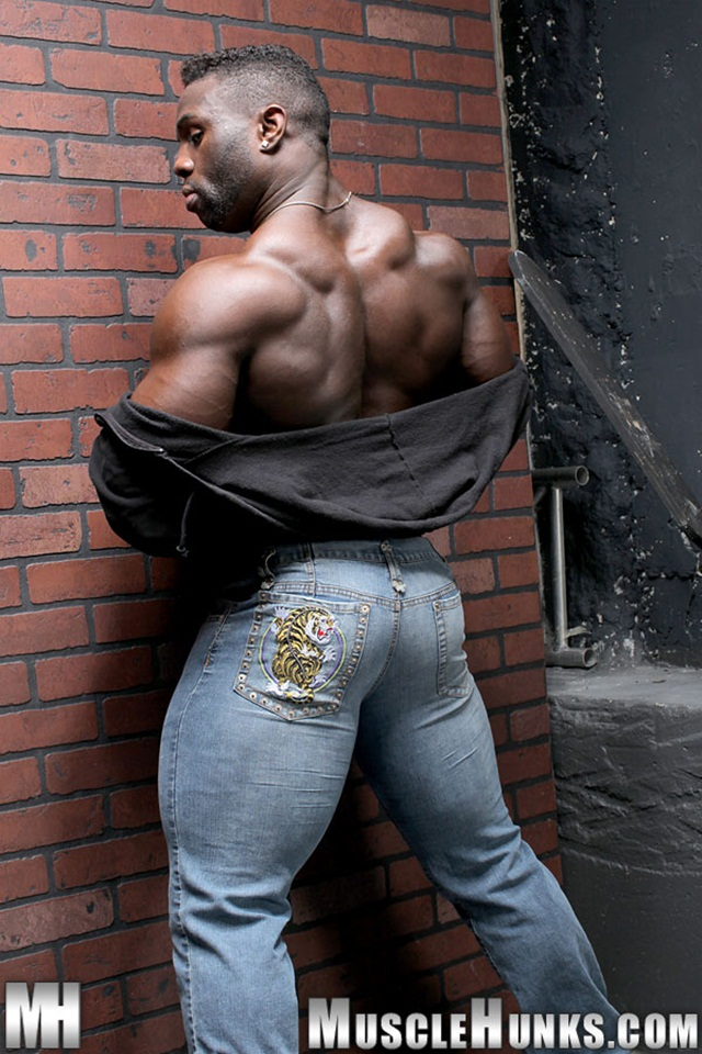black muscle hunks muscle hunk ripped black men cock hard naked his photo taylor man hunks strokes bodybuilder strips aden