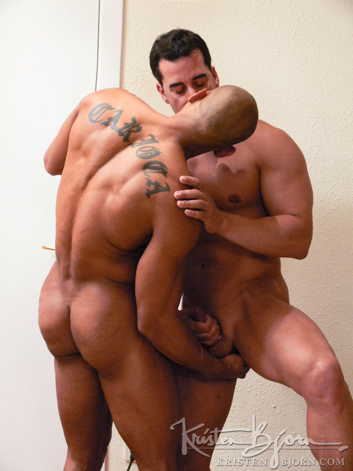 Well Built Gay Stud Drills Off Hunks Bum