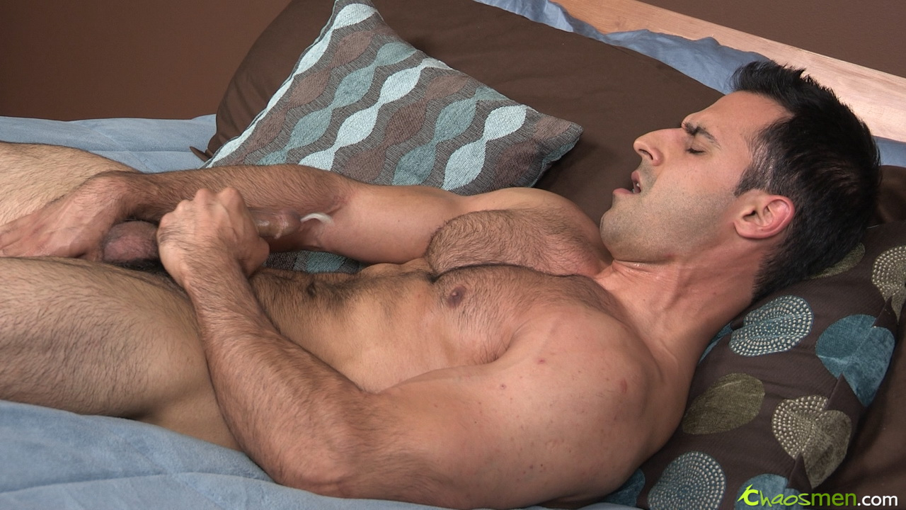 Hot Muscle Guy Whacking Off Solo