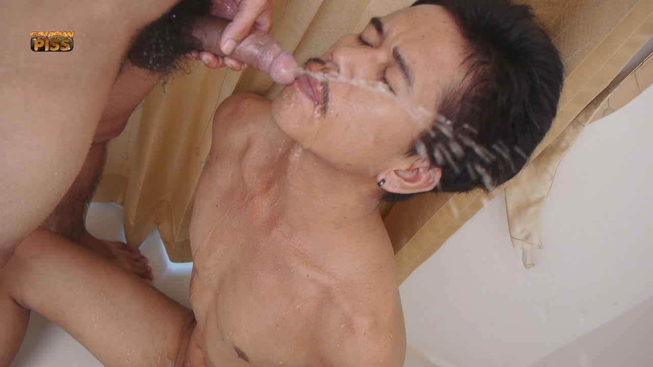 parni-pising-smotret-porno