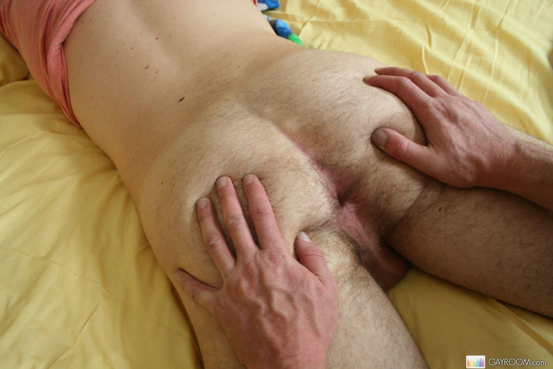 Трансвестита ебут трое 6 фотография