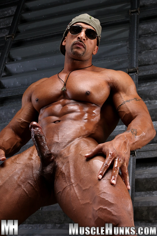 Gay Porn Muscle Hunks Cock Jerks Nude Bodybuilder