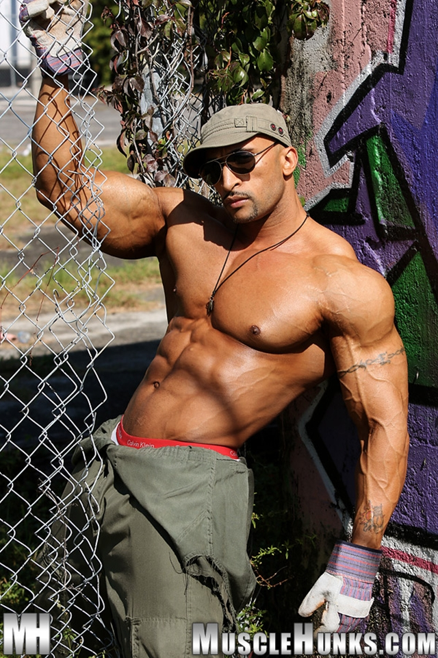 muscle huks muscle cock jerks his photo nude hunks bodybuilder fat rico cane