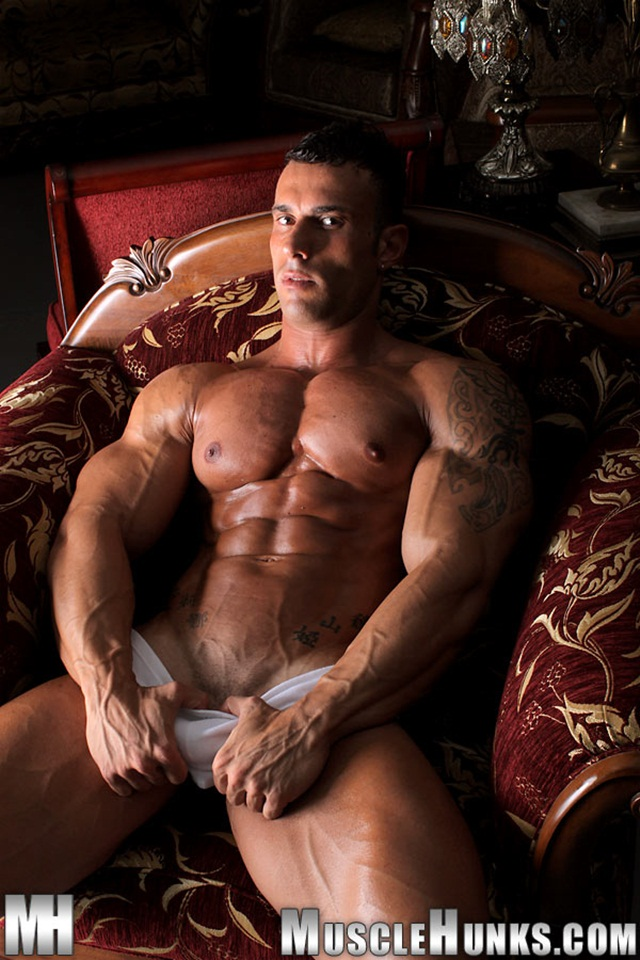 muscle hunks with big cocks muscle ripped men cock dick hard naked his gay photo long photos nude jocks hunks strokes studs bodybuilder strips extra gianluigi volti