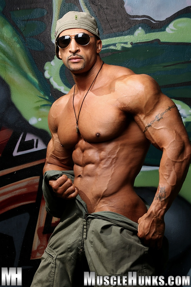 muscle hunks muscle cock jerks his photo nude hunks bodybuilder fat rico cane