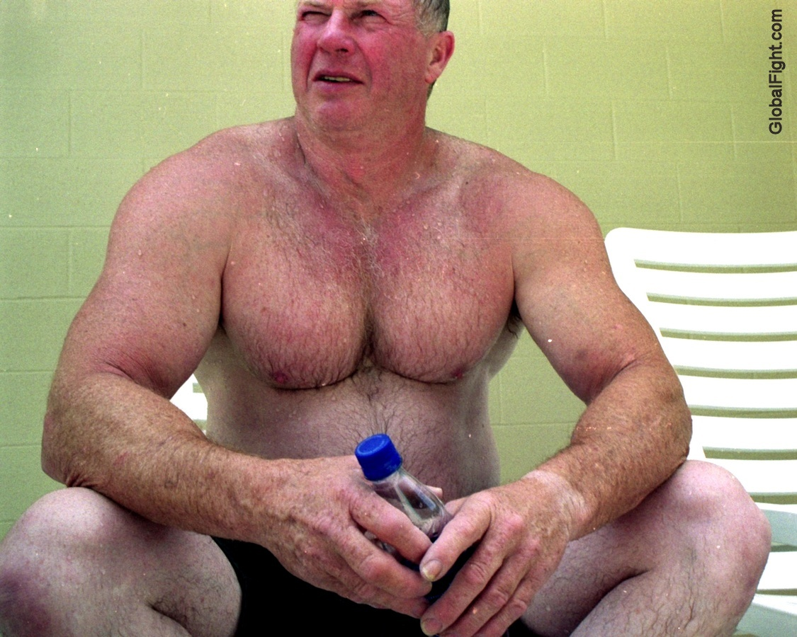 muscle dad hunk poolside sunbathing daddy.jpg photo - GlobalFight.com photos at pbase.com.