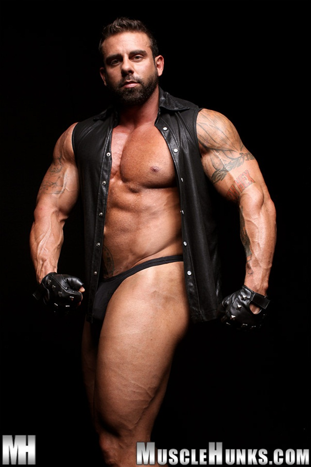 muscled hunks muscle stud porn men category gay xavier movies horny hunks muscled bodybuilder here built mass