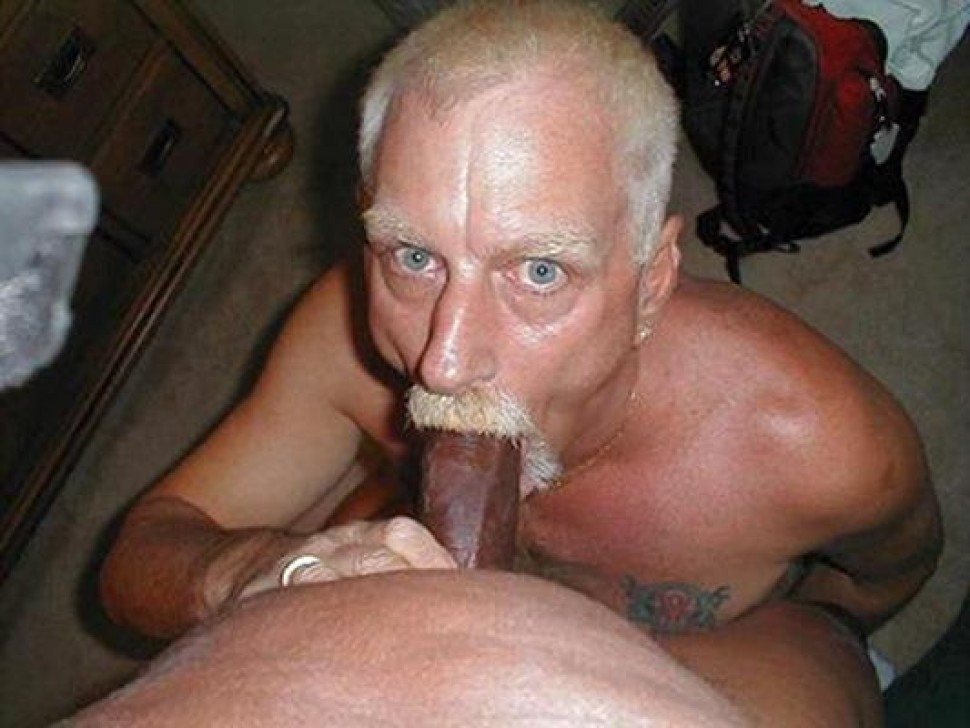 Old guys sucking dick