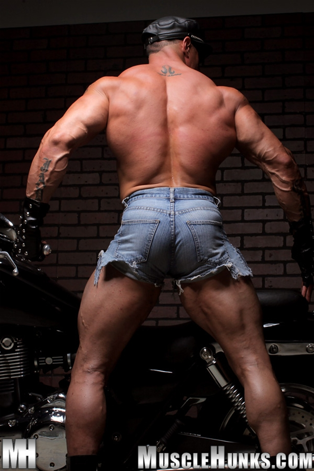 porn gay bodybuilders muscle porn gay photo pics nude hunks gorgeous bodybuilder hes back stripped eddie camacho
