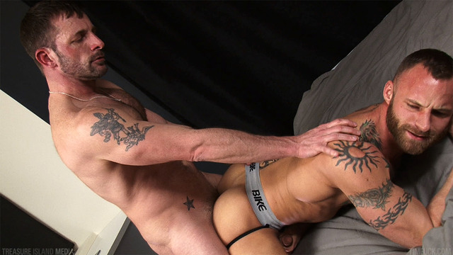 black fuck gay porn porn black parker fuck morgan bareback raw derek island treasure