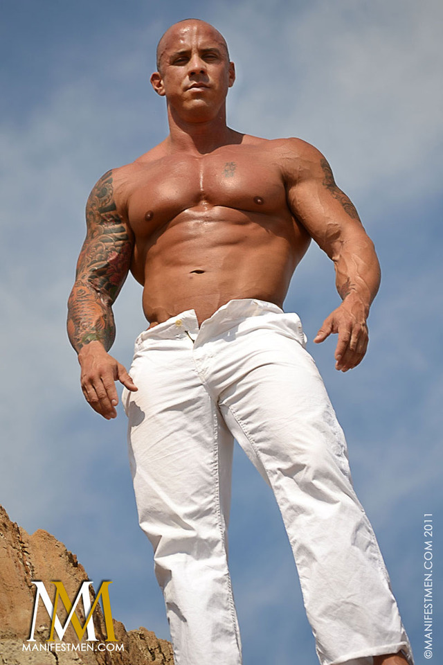 gay muscle men porn Pictures marco manifestmen heads bald vin