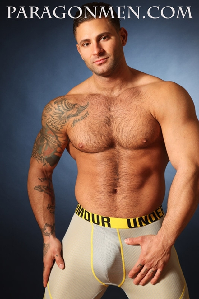 gigolo cuneo gay bodybuilder escort