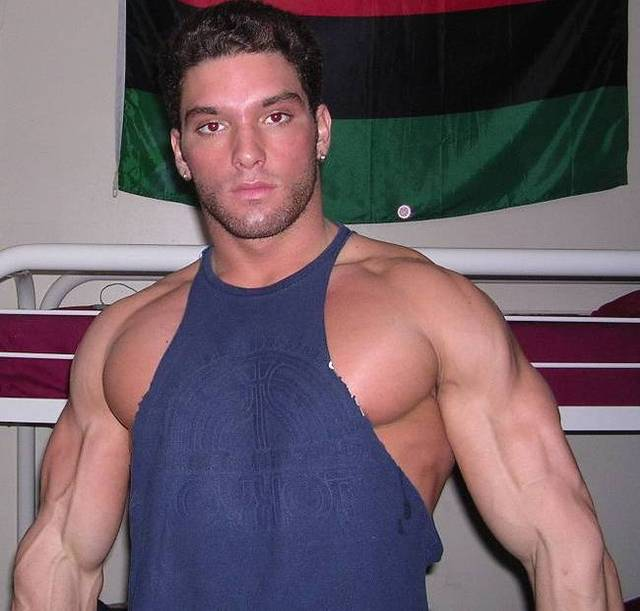 hot Italian gay guys muscle ripped men huge muscular photos man jocks hot jock gym plog muscles personals profiles arms pumped flexing
