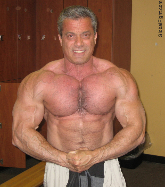 hot muscle guys muscle men huge muscular photos man jocks hot sexy gym well hunky plog bodybuilders muscles personals profiles arms pumped flexing built massively