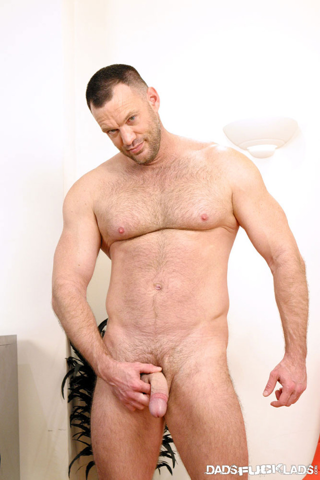 muscle daddy gay porn fuck cage