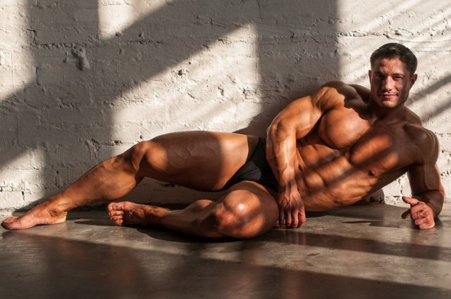 muscled men naked muscle men naked muscular nude home posing bodybuilder beautiful escort bodybuilding