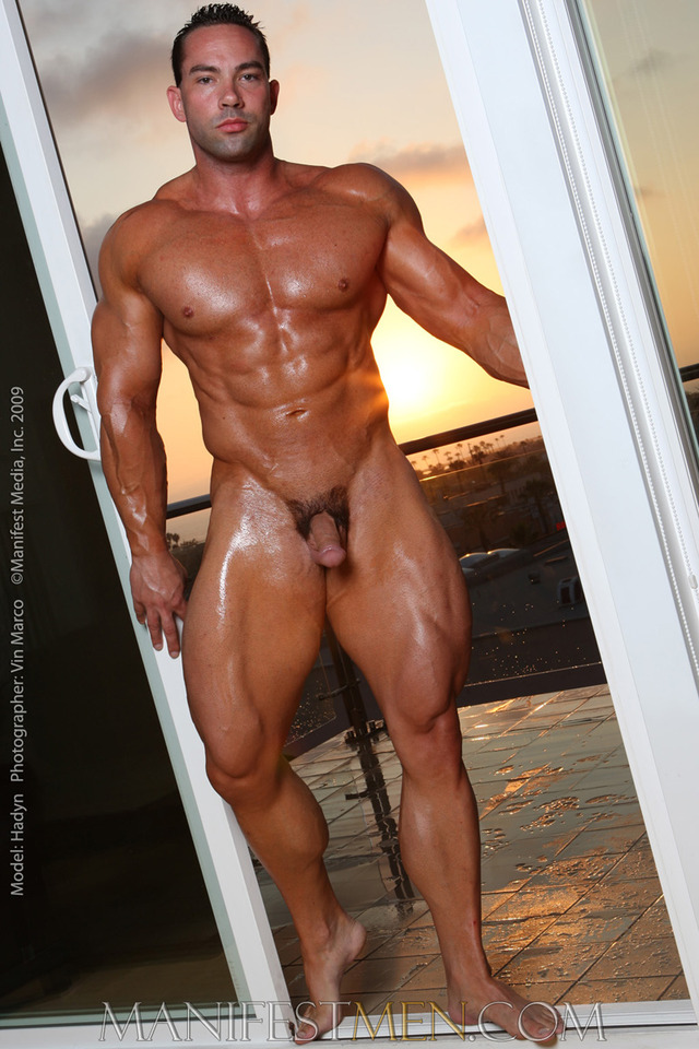 naked male bodybuilder manifest haydn