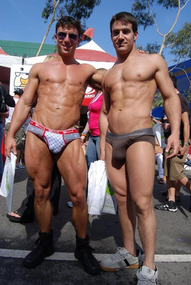 naked muscle mans