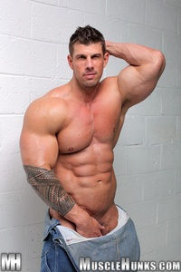 Zeb Atlas Porn massive muscle hulk gay pornstar zeb atlas flexing muscles naked