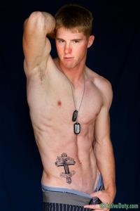 2012 gay porn Pics gay porn military active duty pics shows off his ripped body