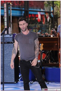 adam levine gay porn wenn adam levine addresses gay rumors slams american idol maroon five