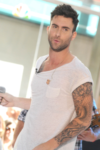 adam levine gay porn wenn jake gyllenhaal gay says his bff maroon adam levine