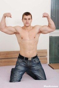 big muscle hunk muscle hunk tom pinters plays his ass jacks off cock man avenue pic