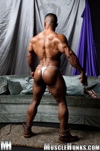 black nude muscle men black muscle stud devon ford shows off his rippling abs ripped bodybuilder strips naked strokes hard cock torrent photo legend men hot hunks gill