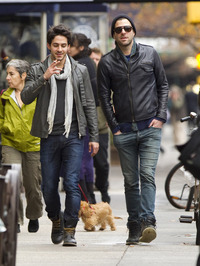 boyfriend gay sex zachary quinto walking mystery man but its probably his boyfriend someone lots butt look theyre laughing together thats gay code blowjobs forever search bulge