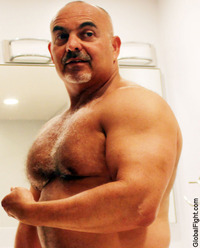 gay muscle posing plog muscles men hot muscular gym jocks pumped man flexing muscle huge arms photos personals profiles hairy bodybuilder furry powerlifters posing posedown bodybuilders male gay