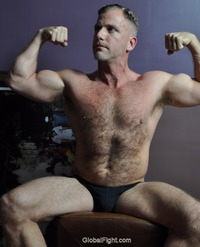 gay muscle posing plog muscles men hot muscular gym jocks pumped man flexing musclemen studly manly photos gallery hairy chest furry muscle guy posing