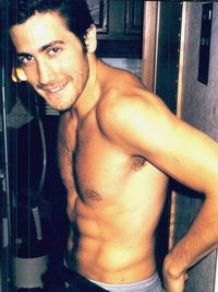 hot gay pics jake gyllenhaal hot gay between career love
