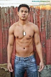 hot muscled hunk hot asian muscle guy