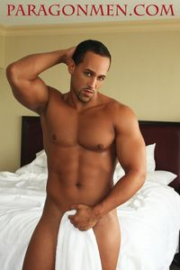 hung men cocks hung latino muscle hunk bodybuilder kenny brown jacks off his cock paragon men mid
