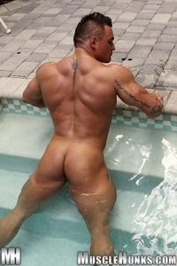 muscled hunks jackson gunn nude bodybuilder muscle hunk gay porn pics video photo muscled
