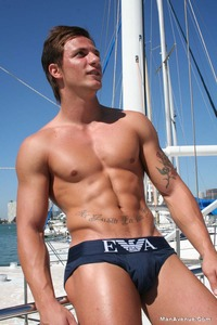 muscles hunks pics naked muscle hunks jerking off boat